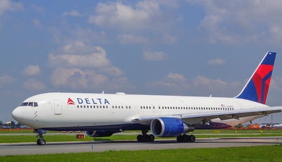 N1604R - Delta Air Lines Boeing 767-300ER