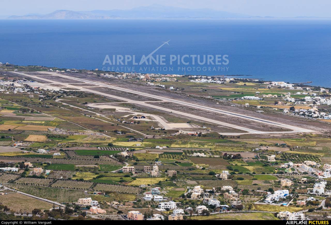 - Airport Overview - aircraft at Santorini
