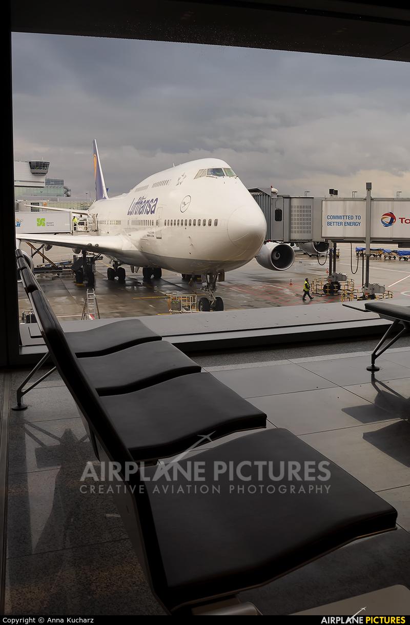 Lufthansa D-ABVO aircraft at Frankfurt