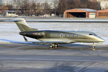 OE-HII - LaudaMotion Bombardier BD-100 Challenger 300 series