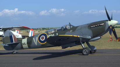 G-LFIX - Private Supermarine Spitfire T.9