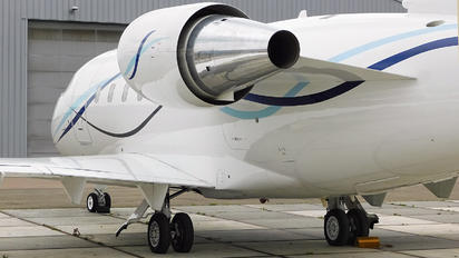 2-BLUE - Private Canadair CL-600 Challenger 601