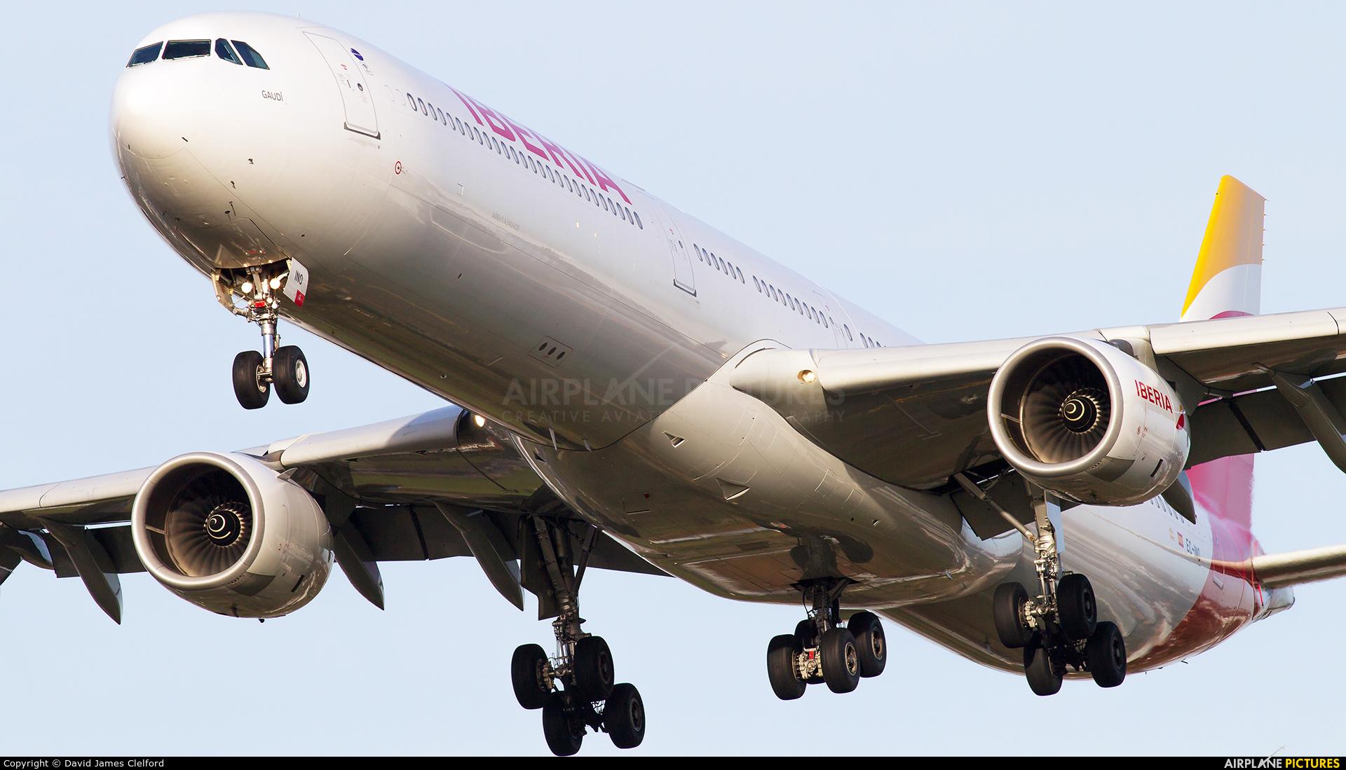 Iberia EC-INO aircraft at London - Heathrow