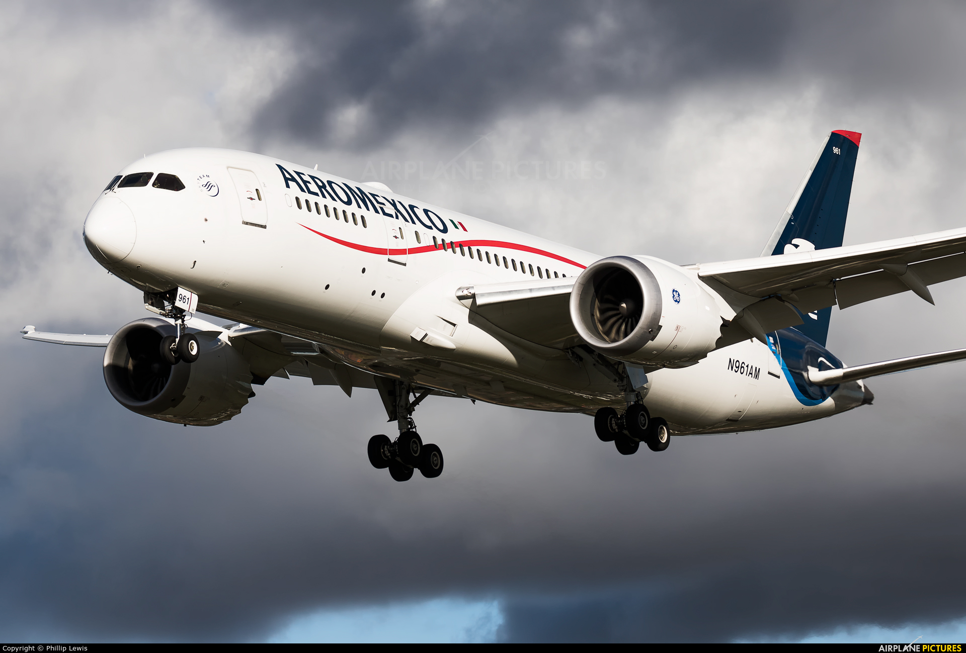 Aeromexico N961AM aircraft at London - Heathrow