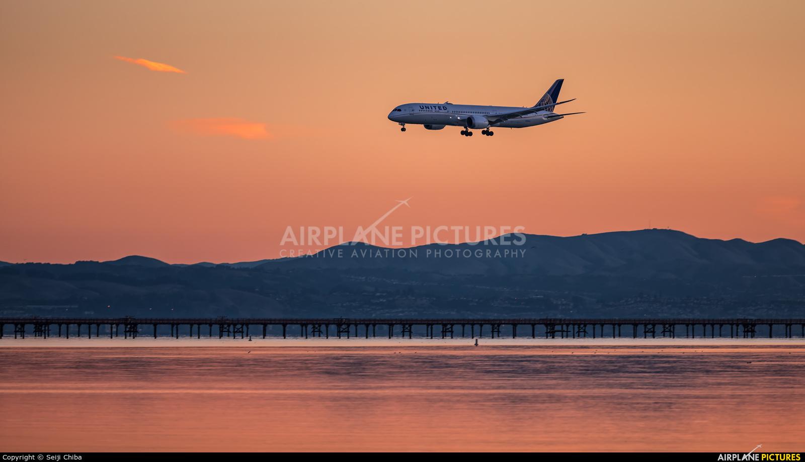 United Airlines N38955 aircraft at San Francisco Intl