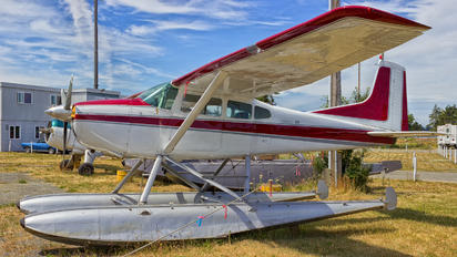 - - Private Cessna 185 Skywagon