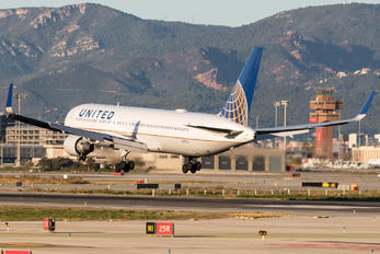 N657UA - United Airlines Boeing 767-300ER