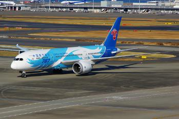 B-2732 - China Southern Airlines Boeing 787-8 Dreamliner
