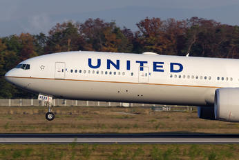 N2135U - United Airlines Boeing 777-300ER
