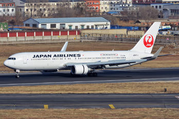 JA617J - JAL - Japan Airlines Boeing 767-300