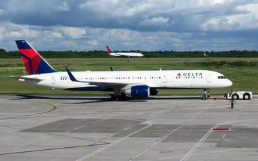 N6715C - Delta Air Lines Boeing 757-200