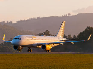EC-LVO - Vueling Airlines Airbus A320