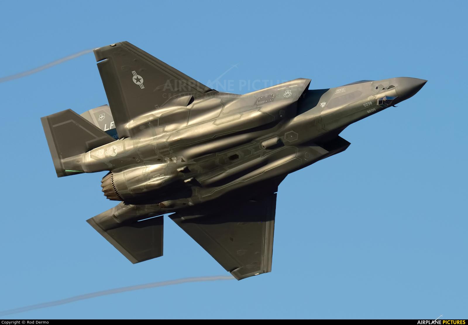 USA - Air Force 11-5038 aircraft at London  Intl, ON