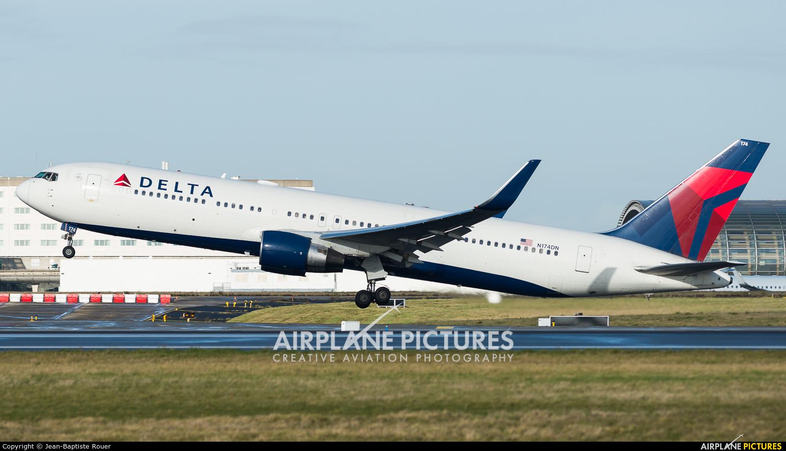 Delta Air Lines N174DN aircraft at Paris - Charles de Gaulle