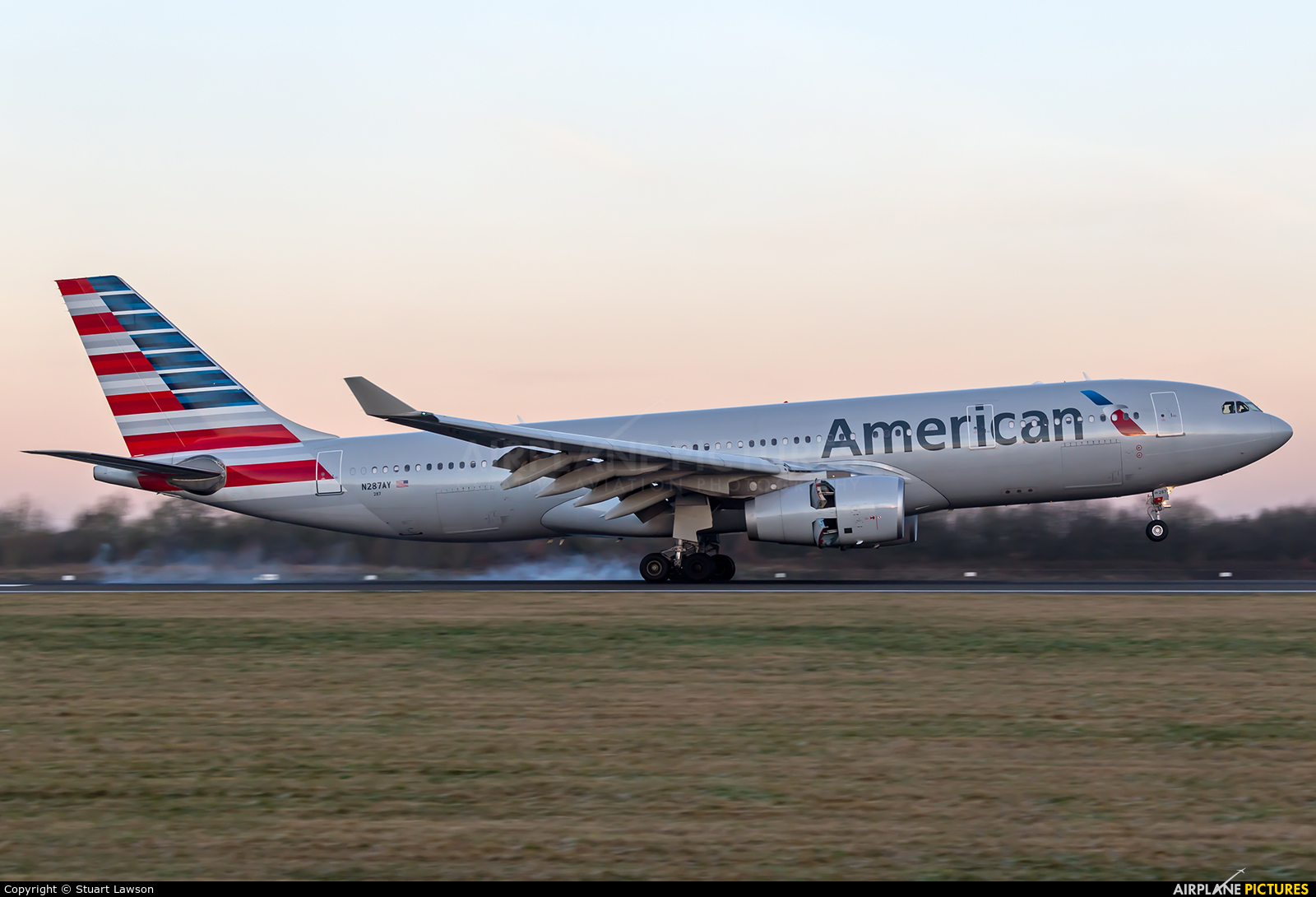 American Airlines N287AY aircraft at Manchester