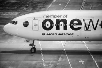 JA732J - JAL - Japan Airlines Boeing 777-300ER