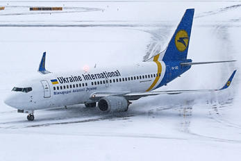 UR-GBD - Ukraine International Airlines Boeing 737-300