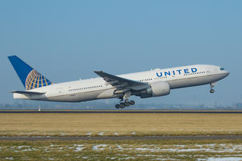 N78003 - United Airlines Boeing 777-200ER