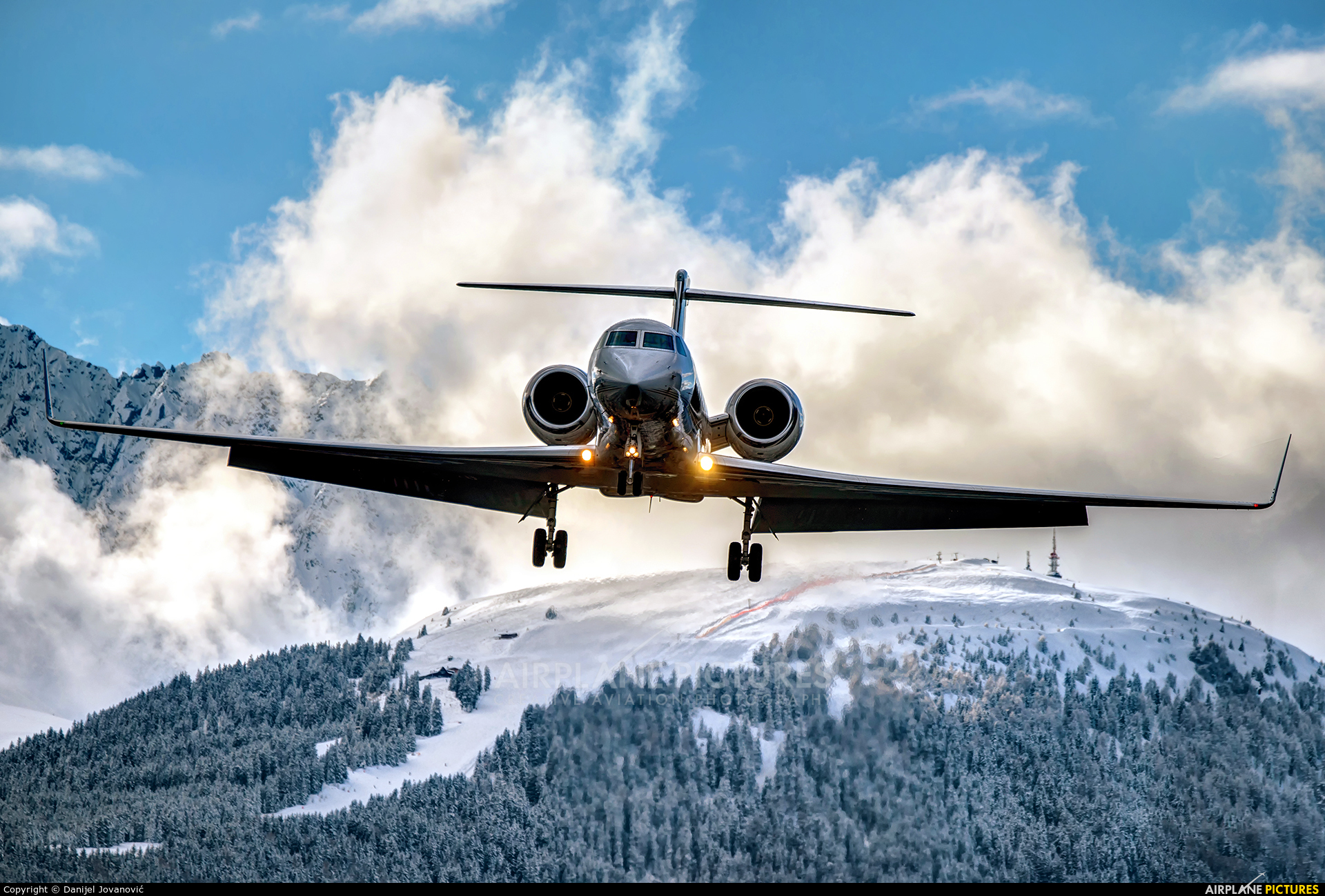 Private VP-BLW aircraft at Innsbruck