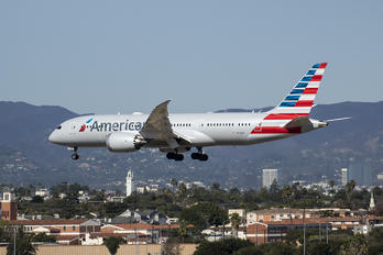 N814AA - American Airlines Boeing 787-8 Dreamliner