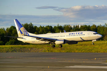N18223 - United Airlines Boeing 737-800
