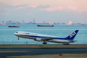 JA8324 - ANA - All Nippon Airways Boeing 767-300