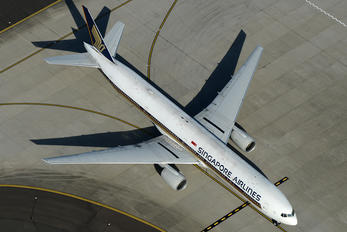 9V-SYK - Singapore Airlines Boeing 777-300