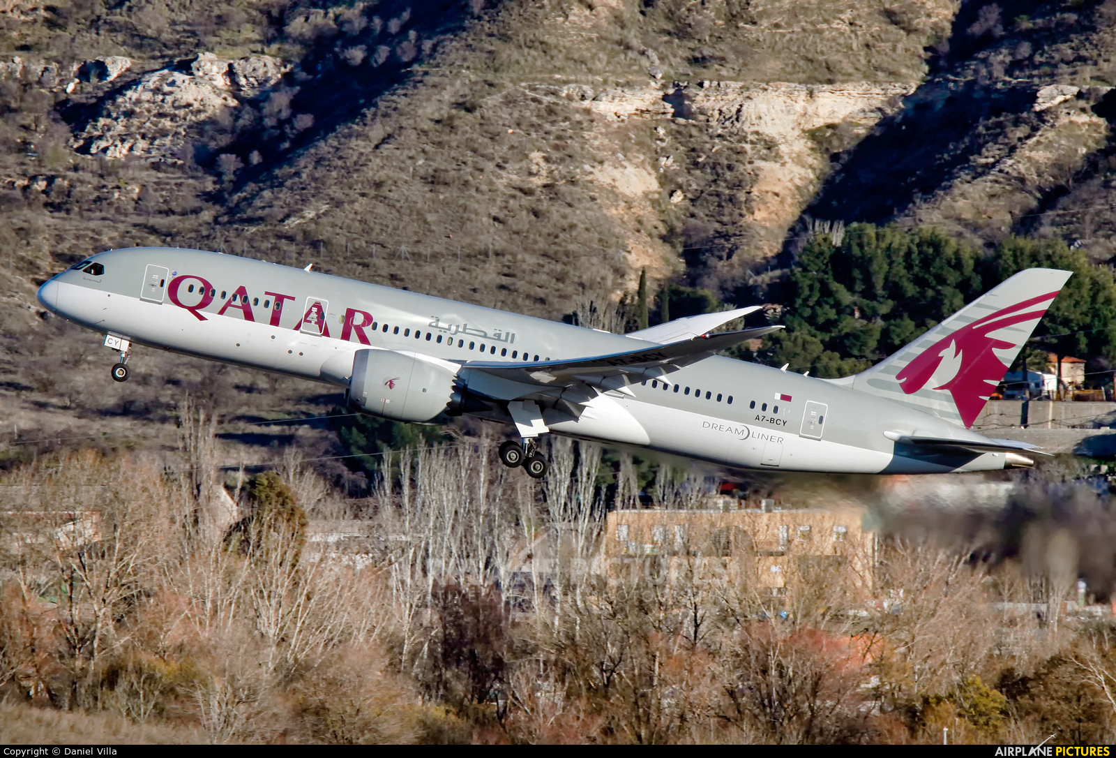 A7 bcy qatar airways boeing 787 8 dreamliner at madrid for Oficina qatar airways madrid