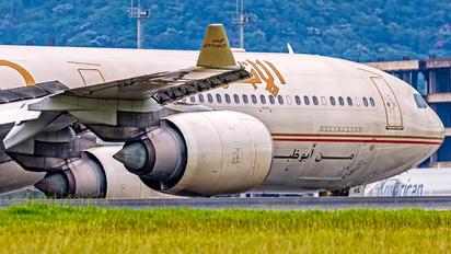 A6-EHE - Etihad Airways Airbus A340-600