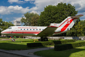 044 - Poland - Air Force Yakovlev Yak-40