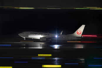 JA332J - JAL - Japan Airlines Boeing 737-800