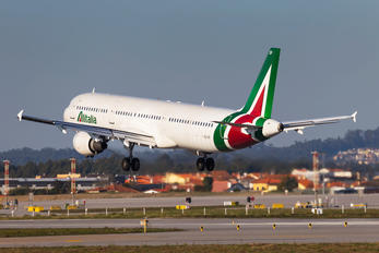 I-BIXP - Alitalia Airbus A321