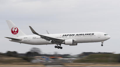 JA616J - JAL - Japan Airlines Boeing 767-300