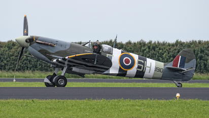 "AB910 - Royal Air Force ""Battle of Britain Memorial Flight&quot Supermarine Spitfire Vb"