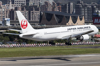 JA651J - JAL - Japan Airlines Boeing 767-300ER