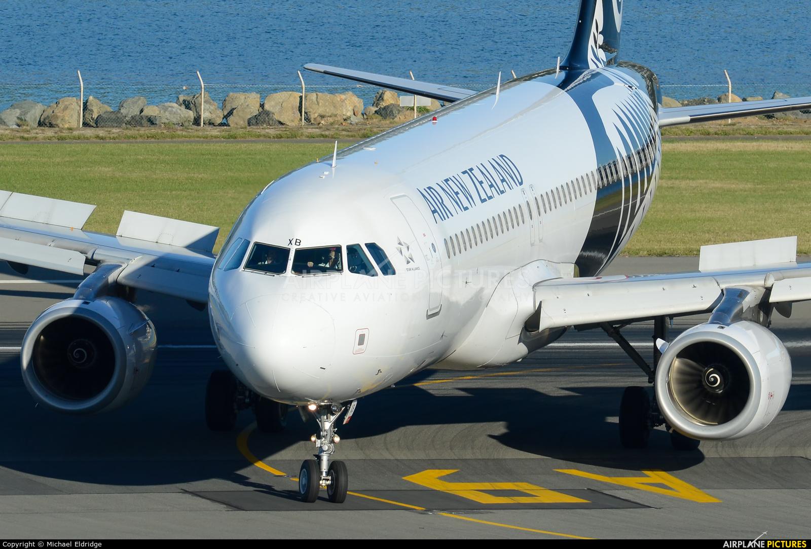 Air New Zealand ZK-OXB aircraft at Wellington Intl