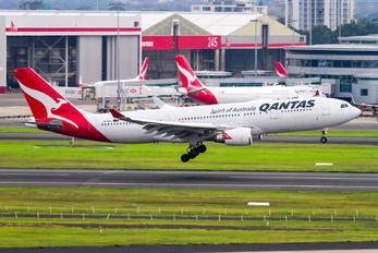 VH-EBJ - QANTAS Airbus A330-200