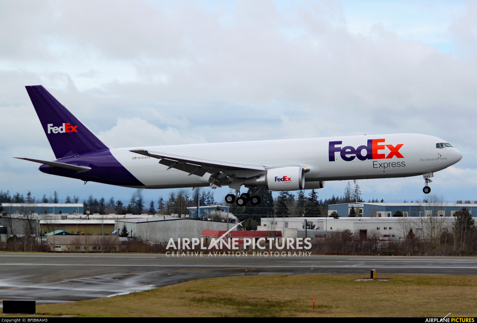 FedEx Federal Express Photos | Airplane-Pictures.net