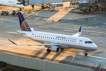 N736YX - United Express Embraer ERJ-175 (170-200)