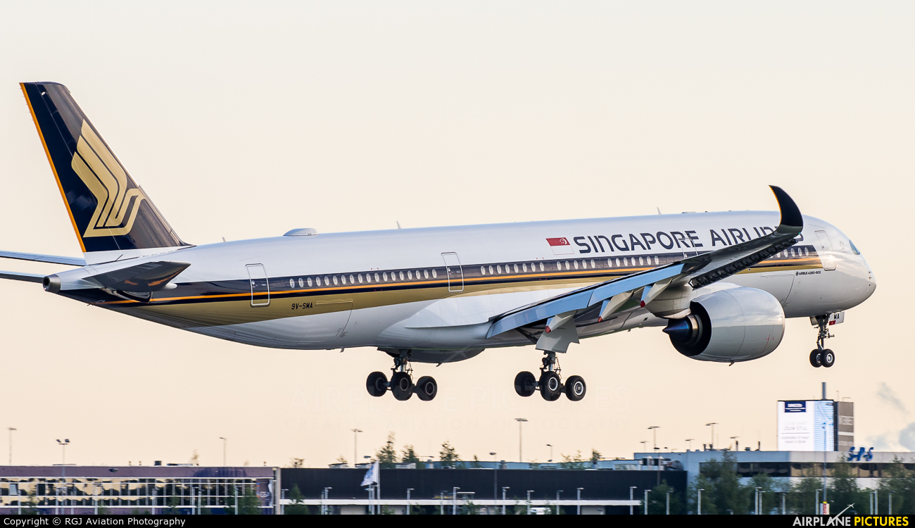 Singapore Airlines 9V-SMA aircraft at Amsterdam - Schiphol