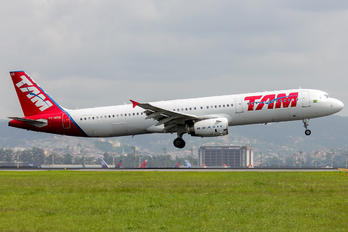 PT-MXB - TAM Airbus A321