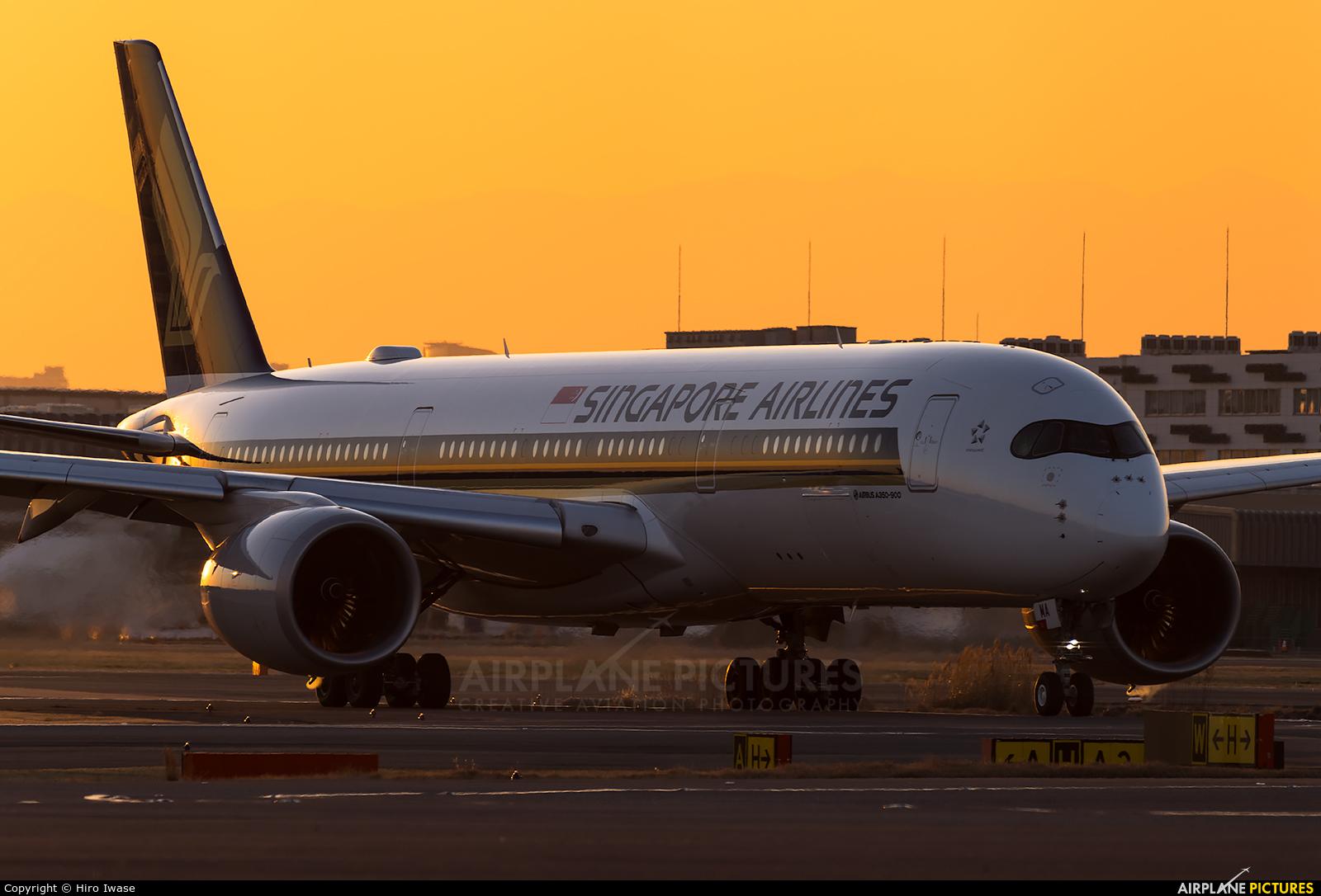Singapore Airlines 9V-SMA aircraft at Tokyo - Haneda Intl