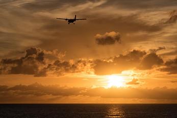 - - Winair de Havilland Canada DHC-6 Twin Otter