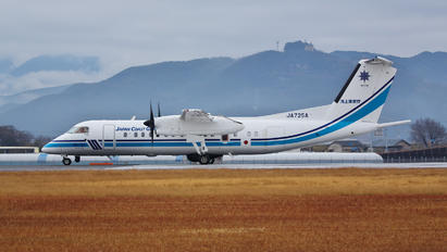 JA725A - Japan - Coast Guard de Havilland Canada DHC-8-300Q Dash 8