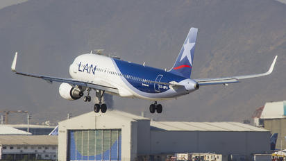 CC-BFU - LAN Airlines Airbus A320