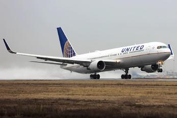 N668UA - United Airlines Boeing 767-300ER