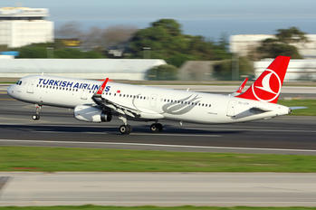 TC-JTH - Turkish Airlines Airbus A321