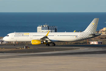 EC-MMU - Vueling Airlines Airbus A321