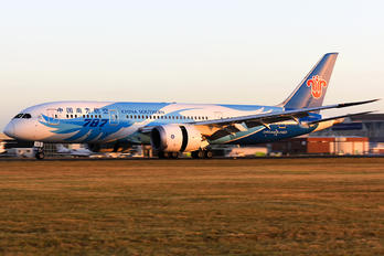 B-2727 - China Southern Airlines Boeing 787-8 Dreamliner