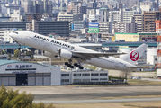 JA8985 - JAL - Japan Airlines Boeing 777-200 aircraft